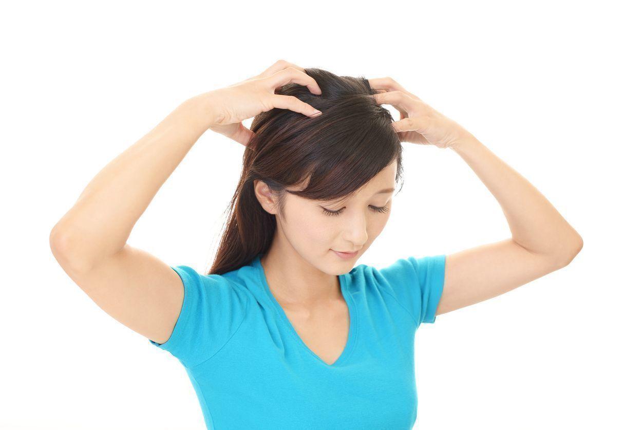 【薄毛の方必見】頭皮マッサージで育毛効果を上げる!効果的なやり方を徹底解説