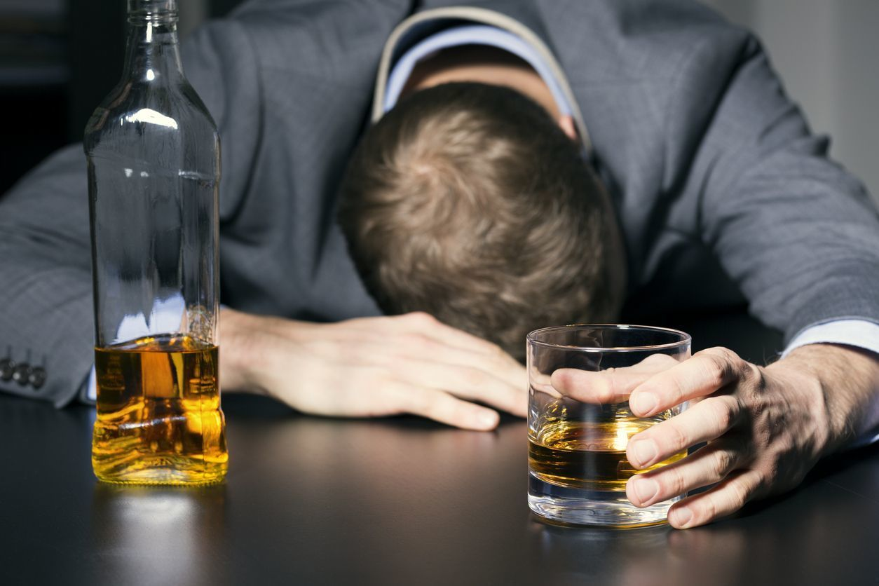 AGA若ハゲの原因 アルコールと薄毛の関係